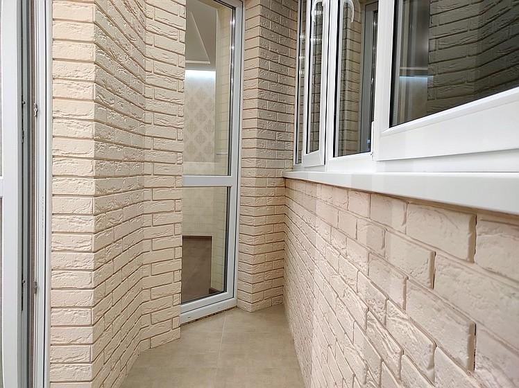 Ремонт квартир под ключ - современная отделка балкона