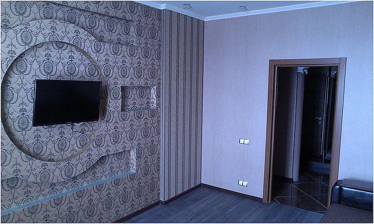 Качественный ремонт квартир под ключ - поклейка обоев.